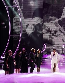 Fantasia performing at the 2015 Black Girls Rock awards