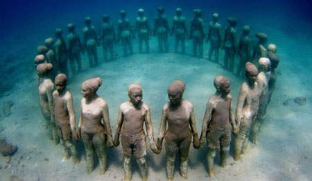 diving-page-underwater-statue